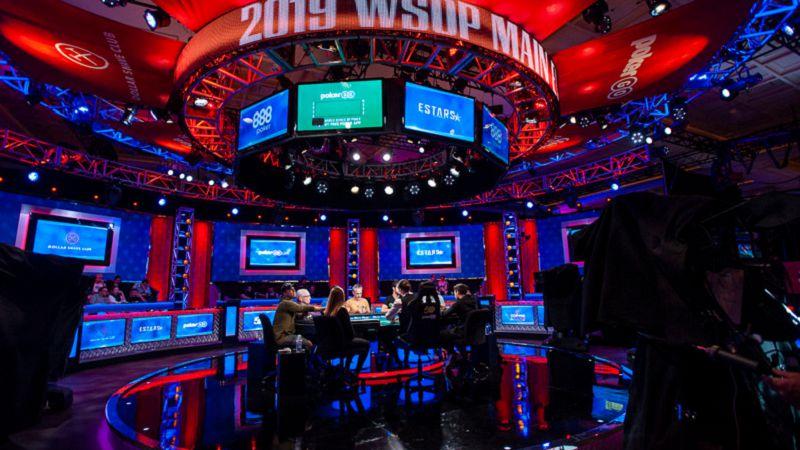 Uno dei tavoli, quello TV, del Main Event (Foto Blog WSOP)